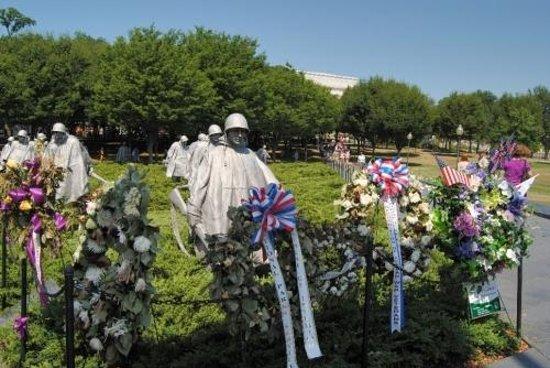 Monumento a los veteranos de la Guerra de Korea: Statues de bronze