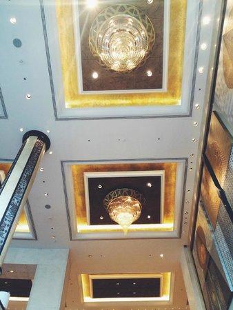 Shangri-La Hotel,Bangkok: Gorgeous Ceilings