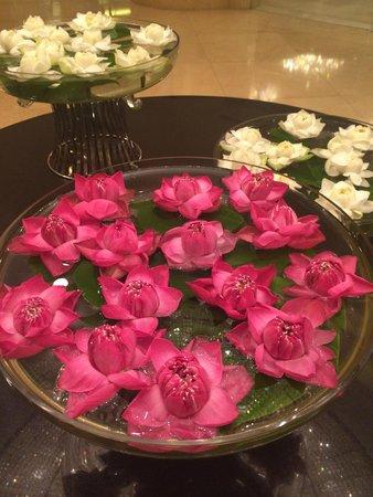 Shangri-La Hotel Bangkok: Lotus Flowers in the Lobby