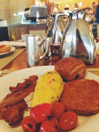 Shangri-La Hotel,Bangkok: Outrageous Breakfast Buffet :)