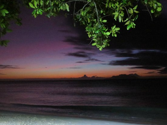 Coral Strand Smart Choice Hotel Seychelles : Beach in front of the hotel