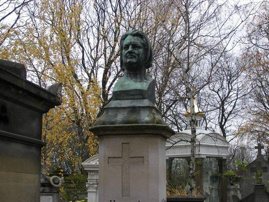 Friedhof Père-Lachaise (Cimetière du Père-Lachaise): Надгробье писателя Бальзака