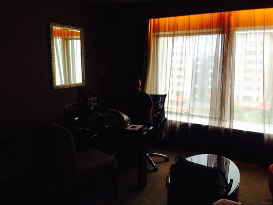 Sofitel Xian on Renmin Square: Working and sitting area
