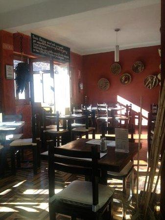Nuna Raymi: Cozy dining room