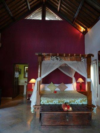 Apa Kabar Villas: the bed