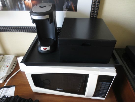 Houston Marriott Medical Center/Museum District: Coffee maker and microwave (the latter on request).