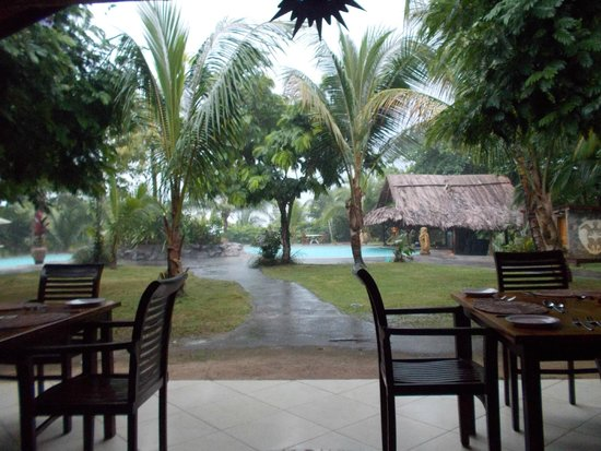 Popa Paradise Beach Resort : Dining with a view....