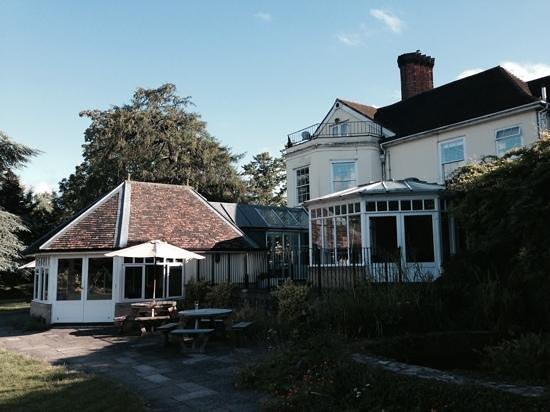 Best Western Priory Hotel: aree comuni viste dal prato interno