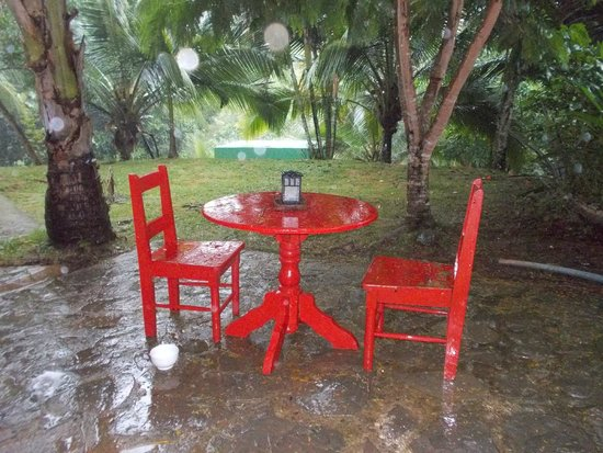 Popa Paradise Beach Resort : Hotel & Grounds