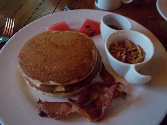 Popa Paradise Beach Resort : Breakfast!!!! So delicous....