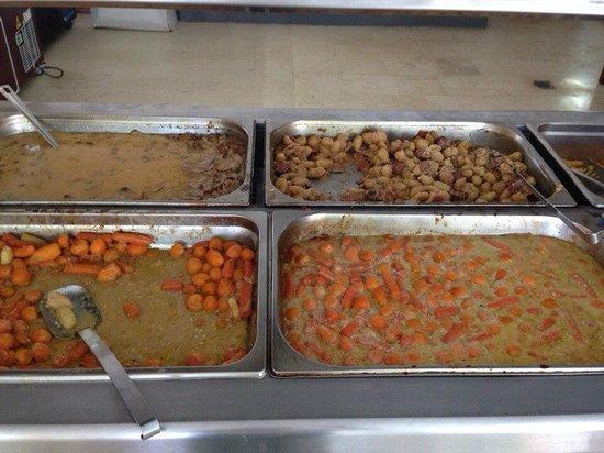 Golf View Hotel: Ужин без мяса, на первом плане морковь, далее шкурки от мяса и что-то типа кнедликов