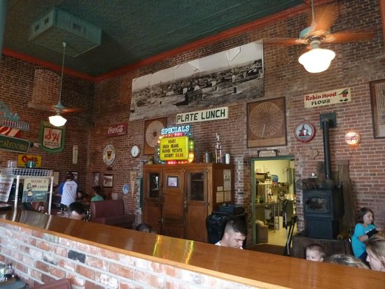 The Smokestack Restaurant: Interior Decor Smokestack Restaurant