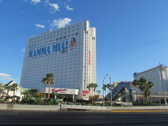 Tropicana Las Vegas - A DoubleTree by Hilton Hotel: hotel exterior