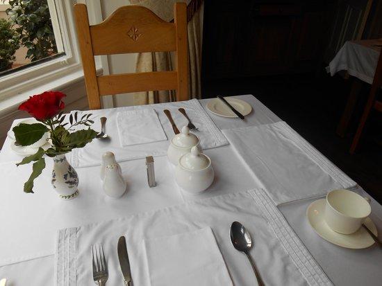Victoria House B&B: White linen table setting