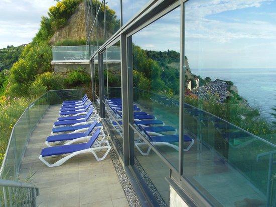 Grand Hotel Bernardin: solarium attenant à la piscine