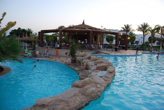 Sonesta Club : Дальний бар возле бассейна