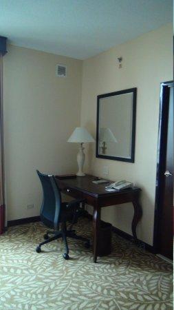Panama Marriott Hotel: Desk in room