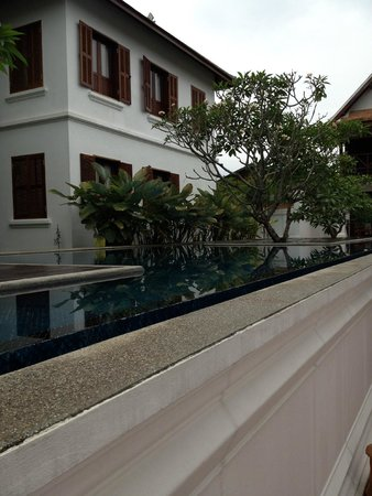 Victoria Xiengthong Palace : Hotel outside-Mekong side