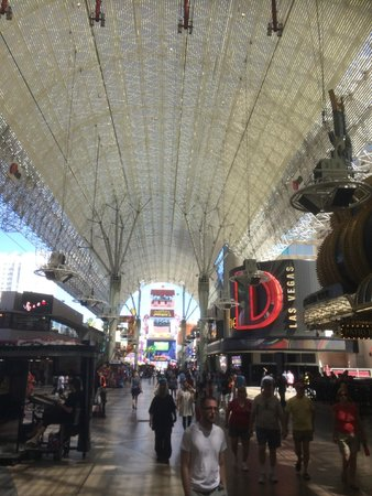 Fremont Street Experience : the roof during daylight