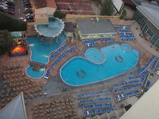 Gran Hotel Bali - Grupo Bali: Vistas a la piscina desde la habitación