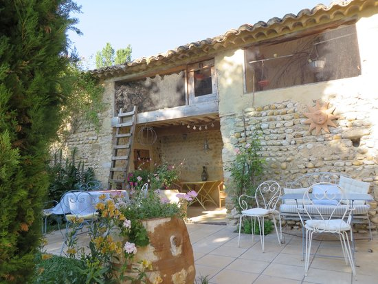 L'Ecole Buissonniere Provence : Guest kitchen and bird house.