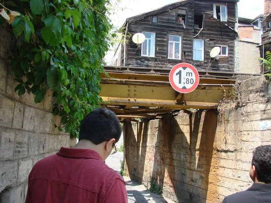 Ahmet Efendi Evi: Railway overbridge on the way to the hotel