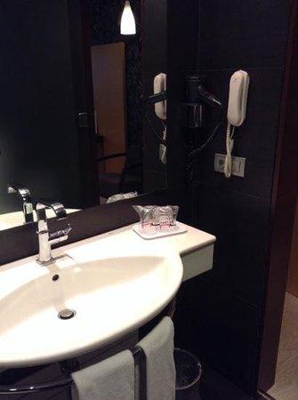 Hotel Urpi: baño