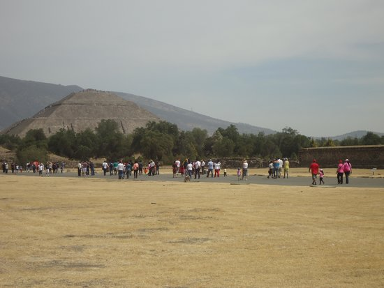 Teotihuacan : ENTRADA  A LAS PIRAMIDES