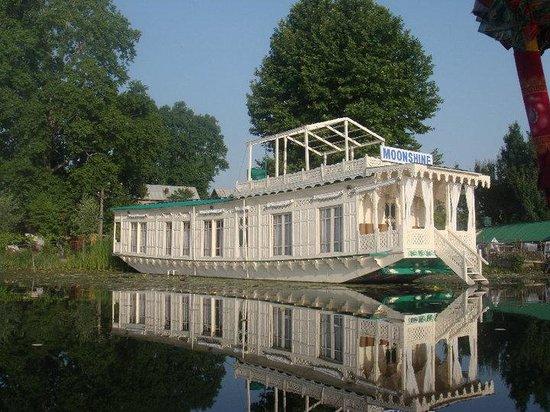 Moonshine Houseboats