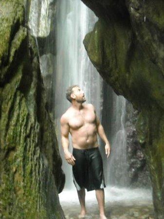 El Remanso Lodge: Refreshing waterfall