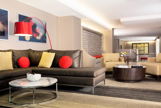 Residence Inn New York Manhattan/Midtown East: Spread out and relax in our inviting lobby seating areas.