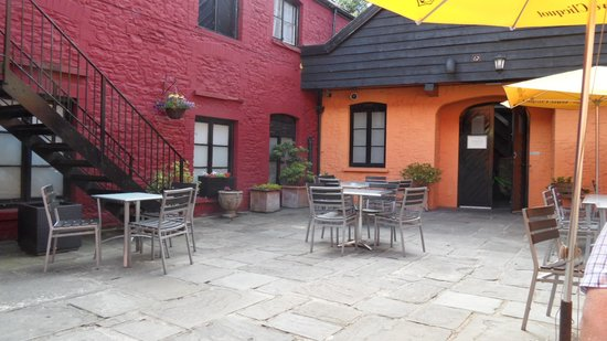 The Cawdor: Relaxing Courtyard