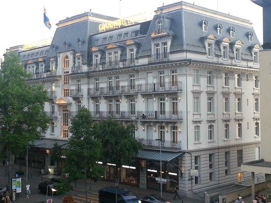Grand Hotel Suisse Majestic : Ansicht vom Bahnhof aus