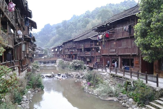 Zhaoxing DongZhai: room with a river view