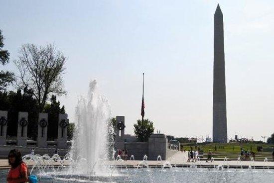 Monumento Nacional de la Segunda Guerra Mundial: Vue de l'obélisque