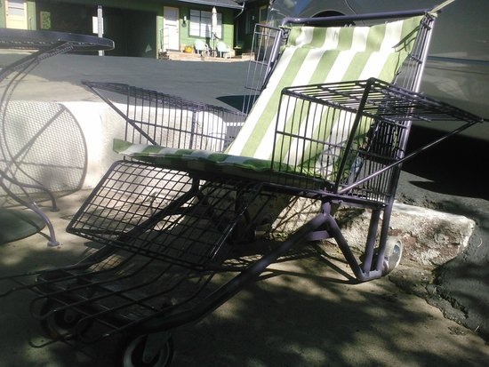 The Motor Lodge: Shopping cart turned lounge chair!