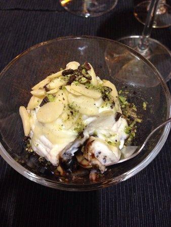 Sicilia in Tavola: Variegato ricotta-cioccolato fondente-cioccolato bianco-granella di pistacchio di bronte- mandor