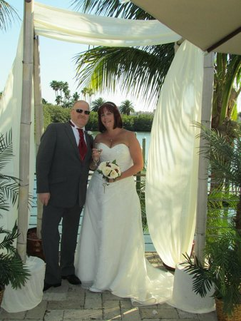Island Way Grill : just married under the arch