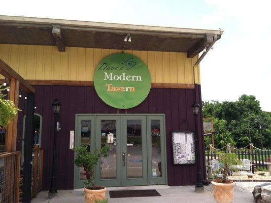 Dave's Modern Tavern: Entrance