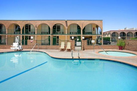 Kings Inn Anaheim: Pool and Spa