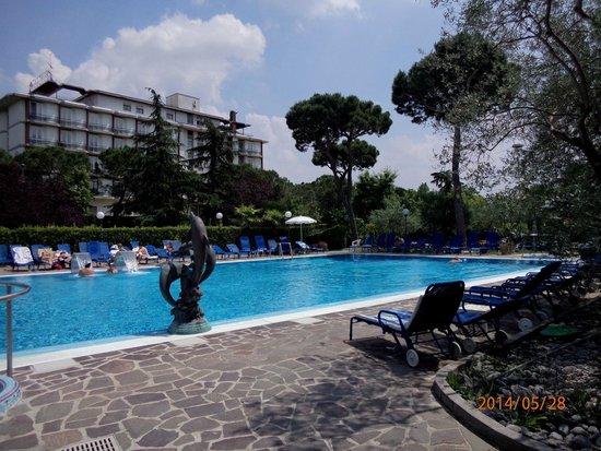 Petrarca Hotel Terme: бассейн с теплой термальной водой