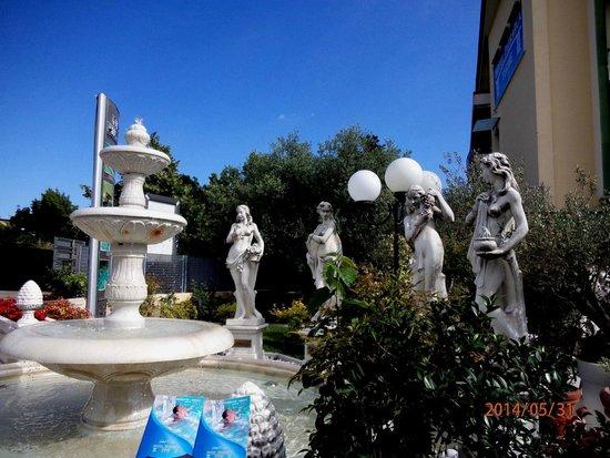Petrarca Hotel Terme: на территории отеля Петрарка