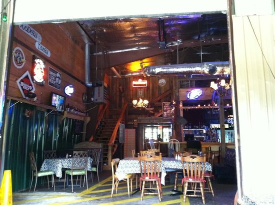 Dave's Modern Tavern: This is middle / bar section