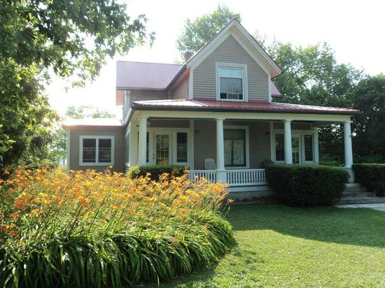 Pelee Lake Muse B&B