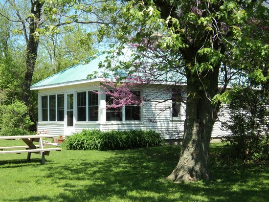 Pelee Lake Muse Two bedroom guest cottage Picture of Pelee Lake