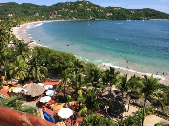 Embarc Zihuatanejo: View of the beach from the veranda