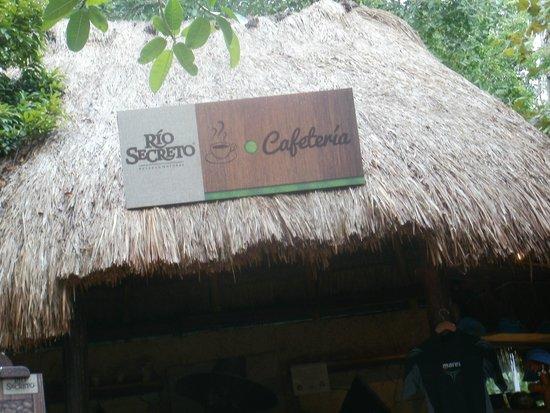 Rio Secreto : palapa para comprar cafe y recuerdos