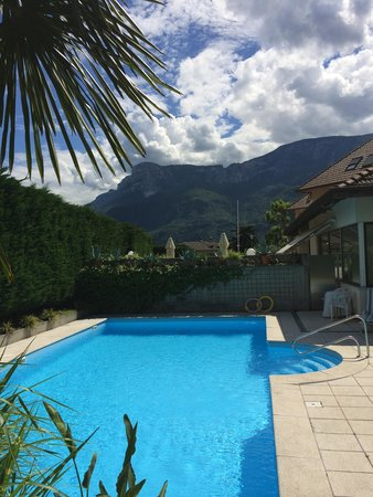 Hotel Sparerhof: Beautiful view of and from the pool!