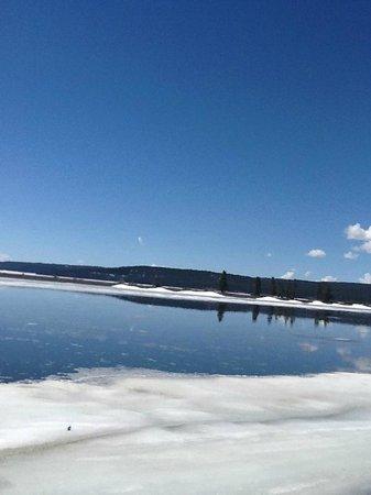 Yellowstone Lake: Icy lake