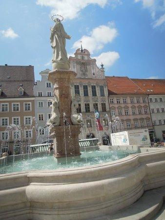 Marienbrunnen: .